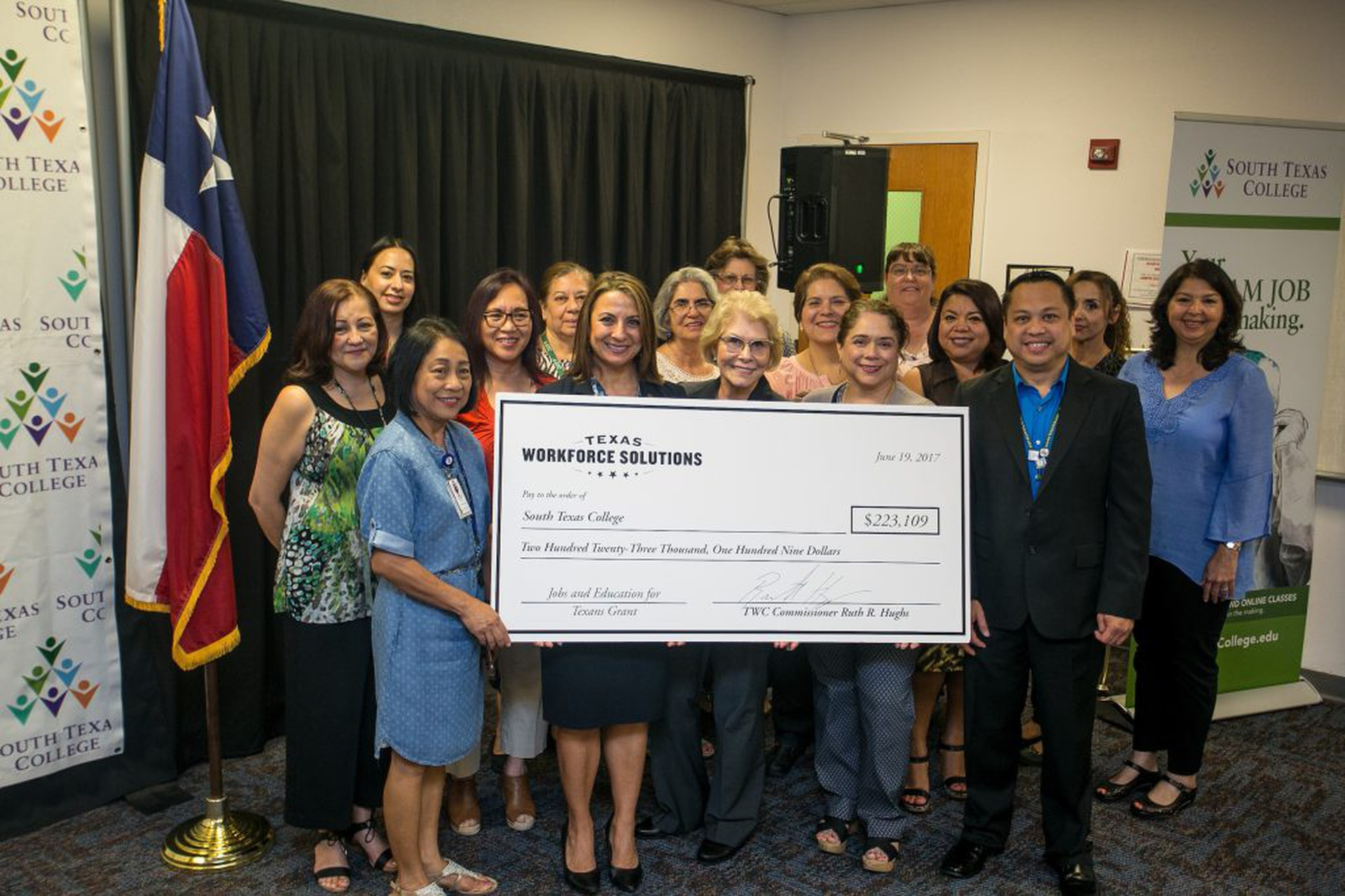 South Texas College Receives 223000 Grant From Twc For Student