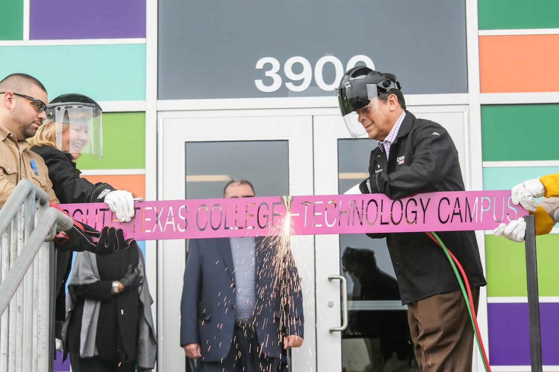Technology-Campus-Expansion-Ribbon-Cutting_