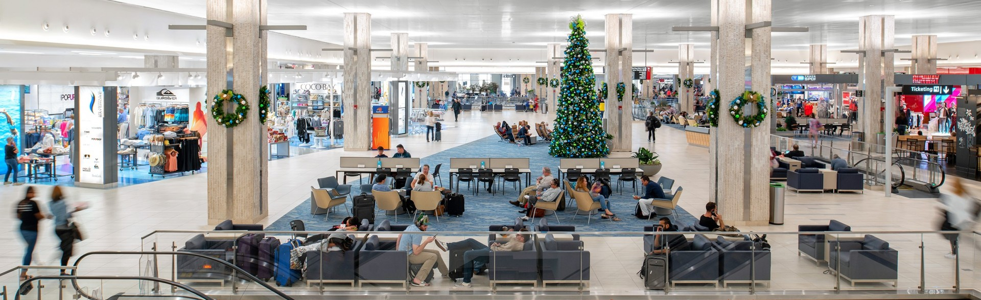 TPA-Concessions---Main-Terminal---Holiday-Deco