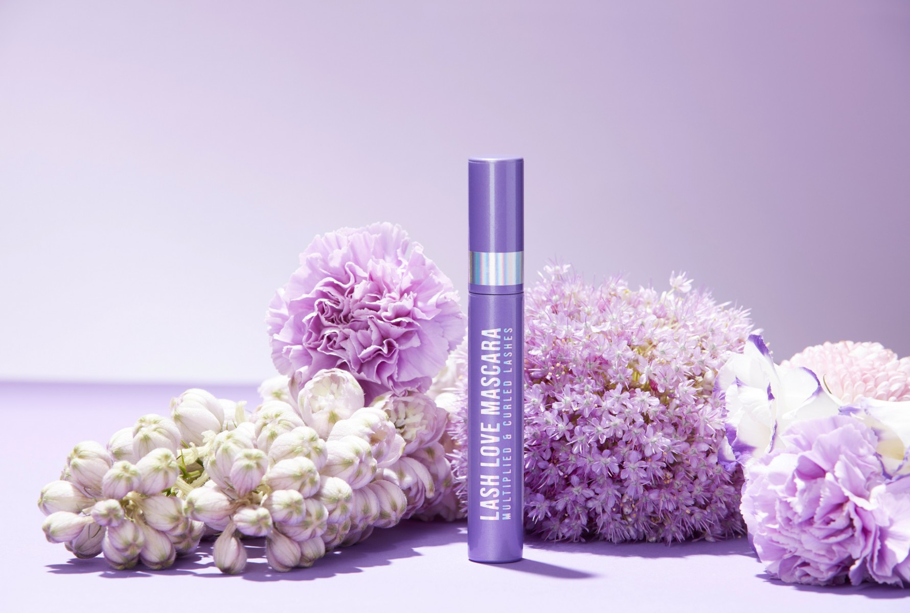 Douglas-collection-makeup-eyes-mascara-lash-love-lash-love-mascara-toolbox-2020-flowers-in-background-product-still - Web Rendition
