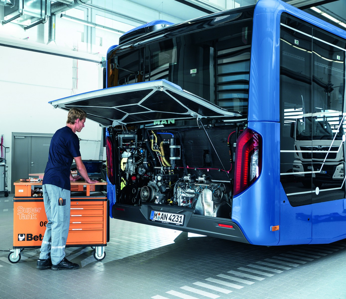 P_Bus_Busworld2019_BusTopService
