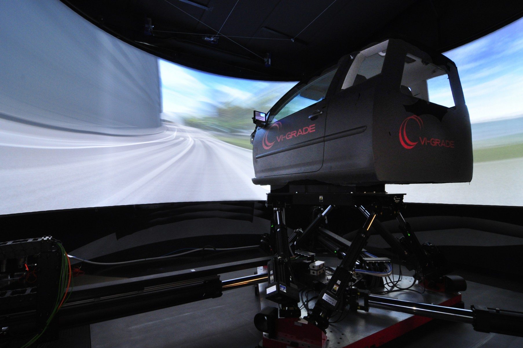 VI-grade%20DiM%20driver-in-motion%20simulator
