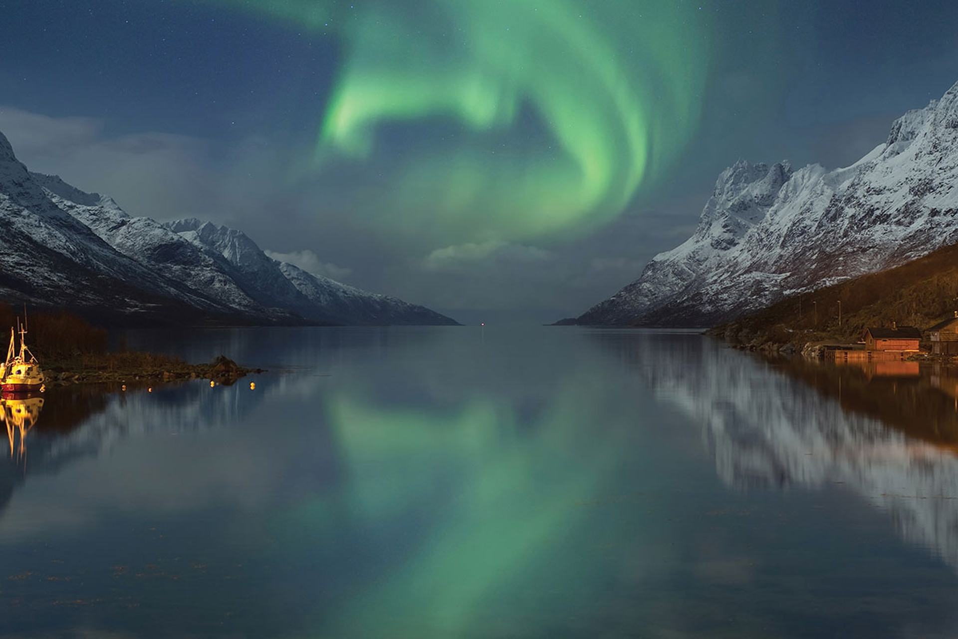 northern-lights-888210.jpg