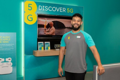EE shop colleague