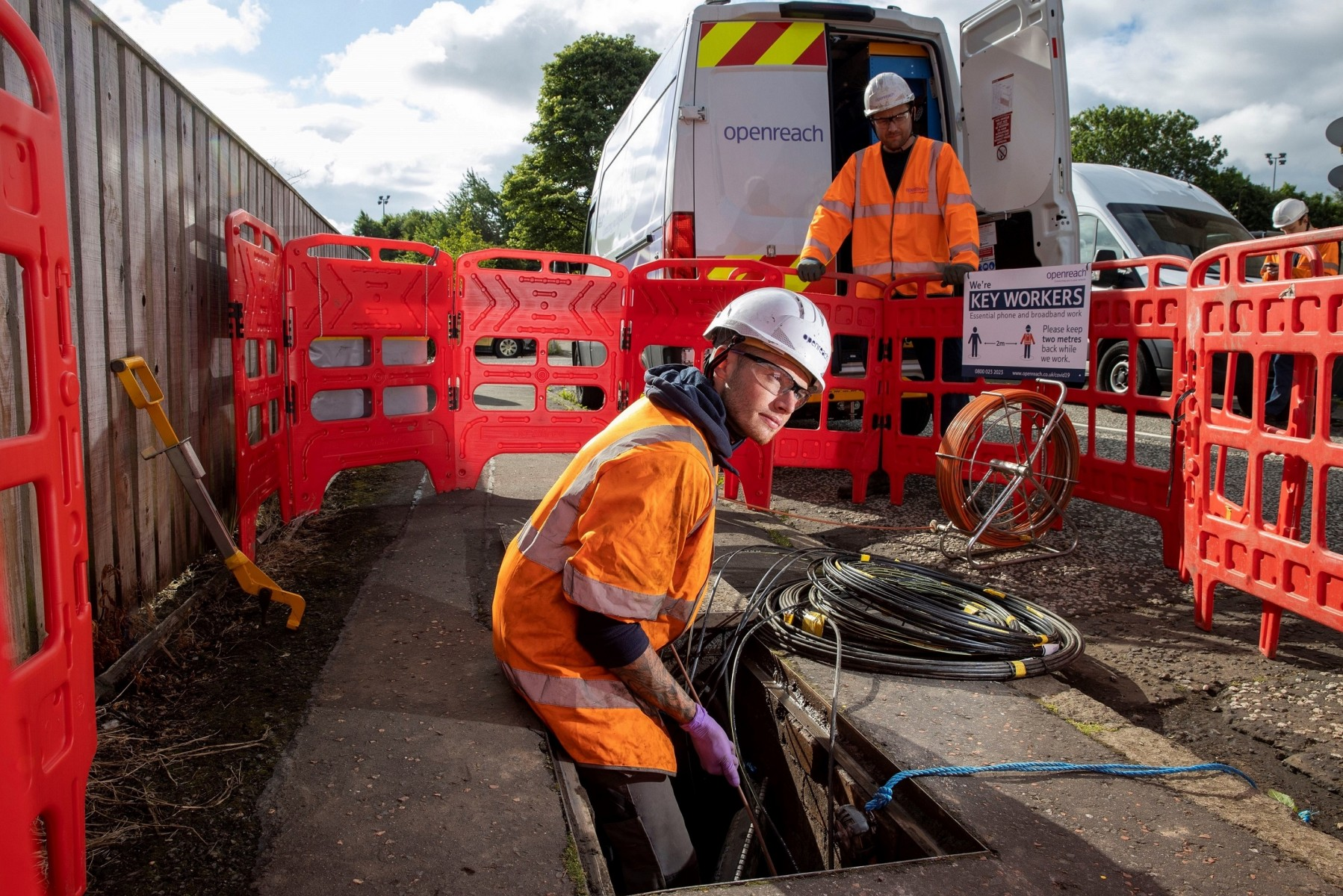 Engineers work on full fibre cable
