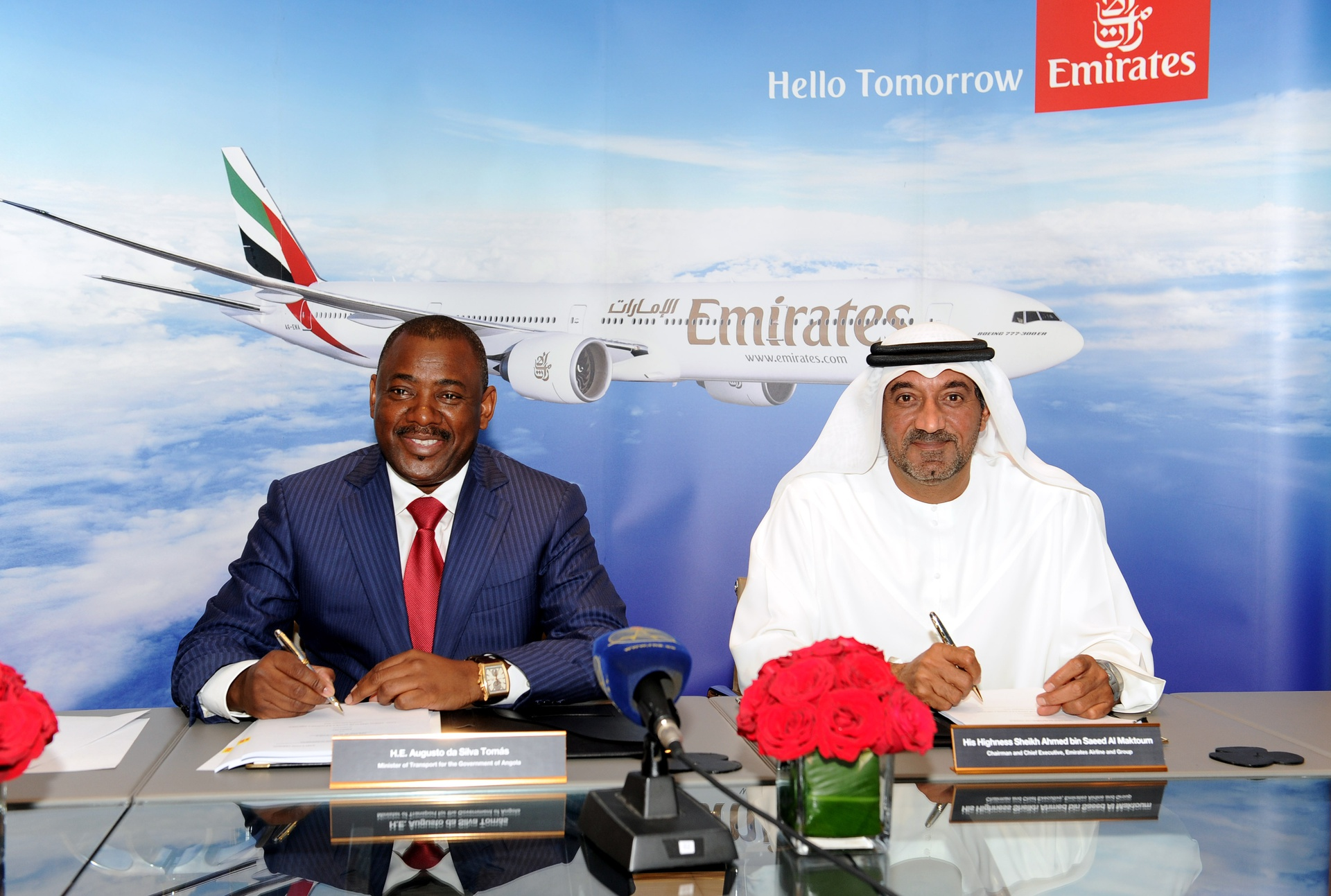 H.E. Augusto da Silva Tomás, the Minister of Transport for Government of Angola and His Highness Sheikh Ahmed bin Saeed Al Maktoum, Chairman and Chief Executive, Emirates Airline and Group sign the Management Concession Agreement.