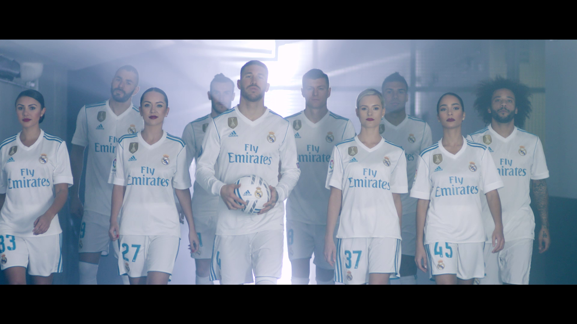 Real_Madrid_team_up_with_Emirates_Cabin_Crew-406642.png