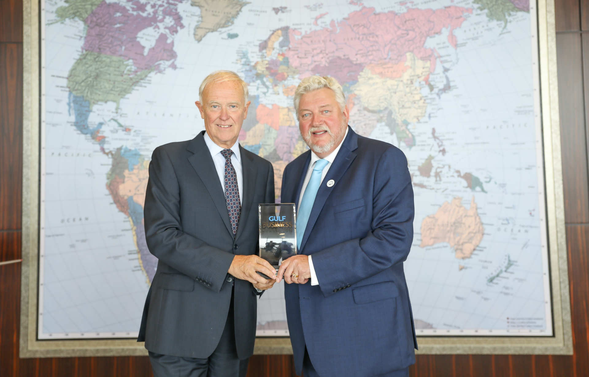 "Sir Tim Clark receiving the 2018 ""Aviation and Transport Business Leader of the Year"" award."