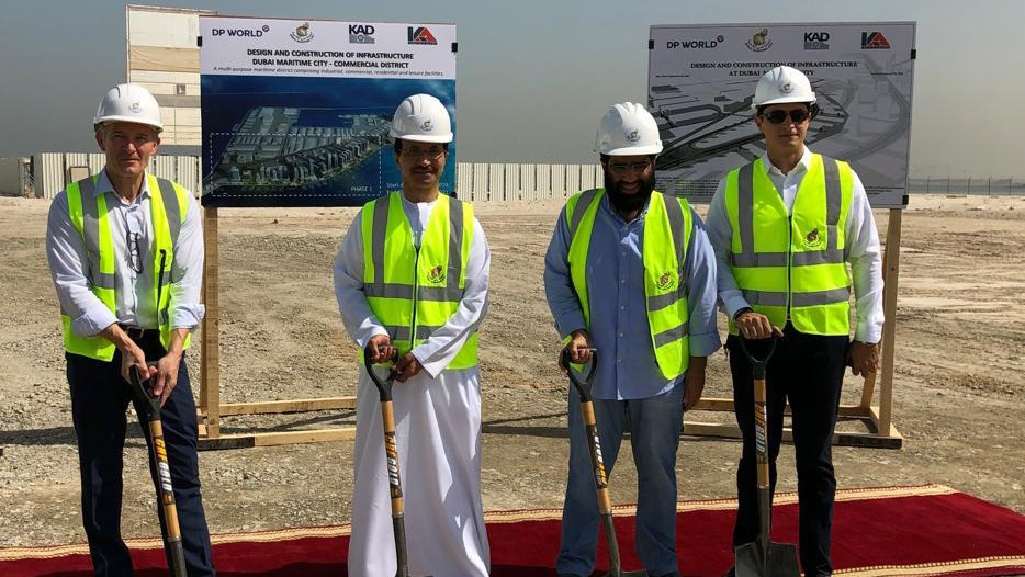 Sultan Ahmed Bin Sulayem, DP World Group Chairman and CEO along with senior officials from Dubai Maritime City during the groundbreaking ceremony.