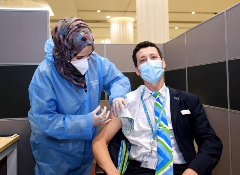 Vaksinasi kru Emirates