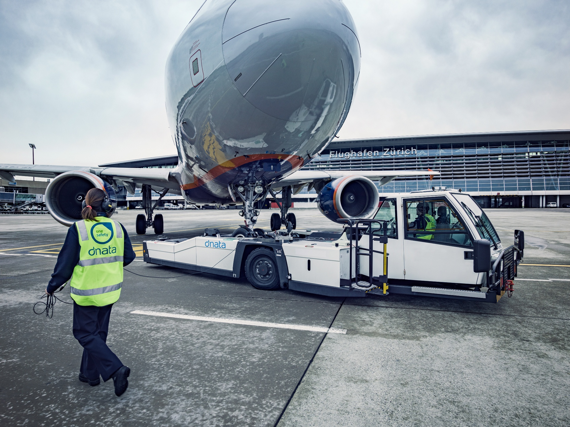 dnata will provide ground handling and cargo services in Zurich Airport for another seven years.