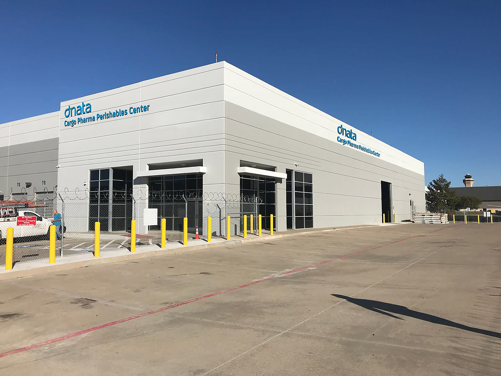 dnata has officially opened a 37,000 sq. ft. cargo centre that includes the only dedicated cool-chain perishable cargo facility at Dallas (DFW) airport.dnata Cargo will also be participating in the prestigious World Cargo Symposium in Dallas from 13-15 March 2018.