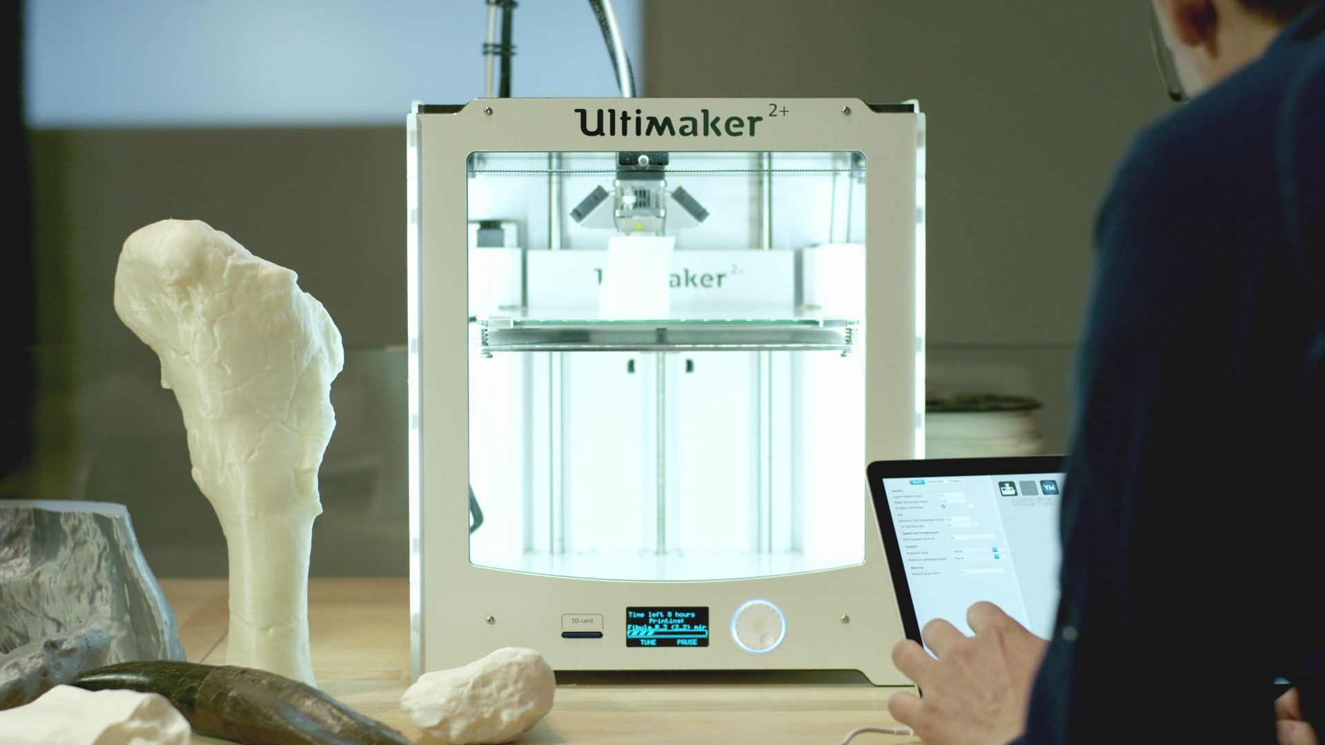 Naturalis biodiversity center museum completes T. rex skeleton with Ultimaker 3D printer