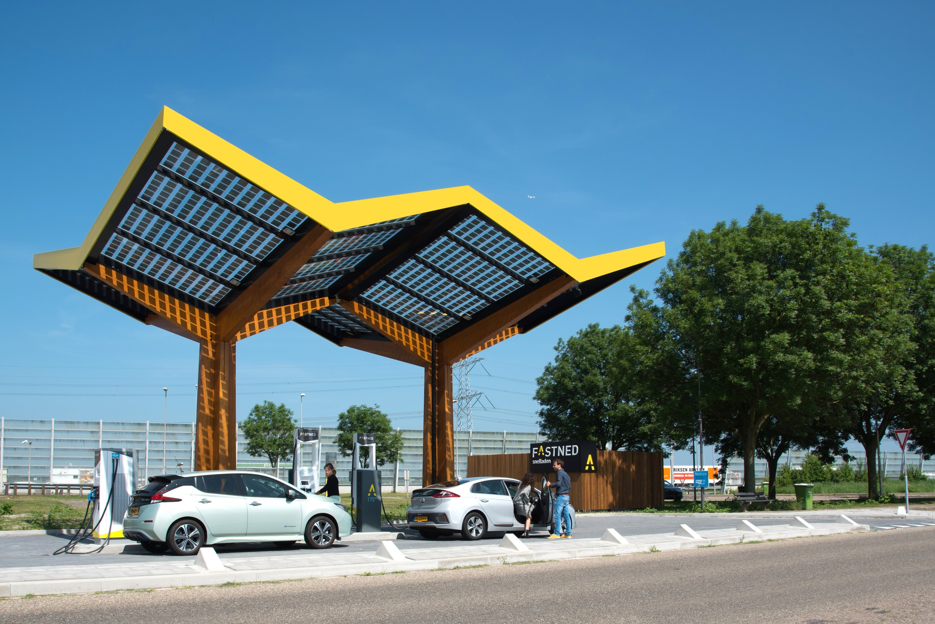 Fastned_fast charging stations_De Watering_NL.jpg