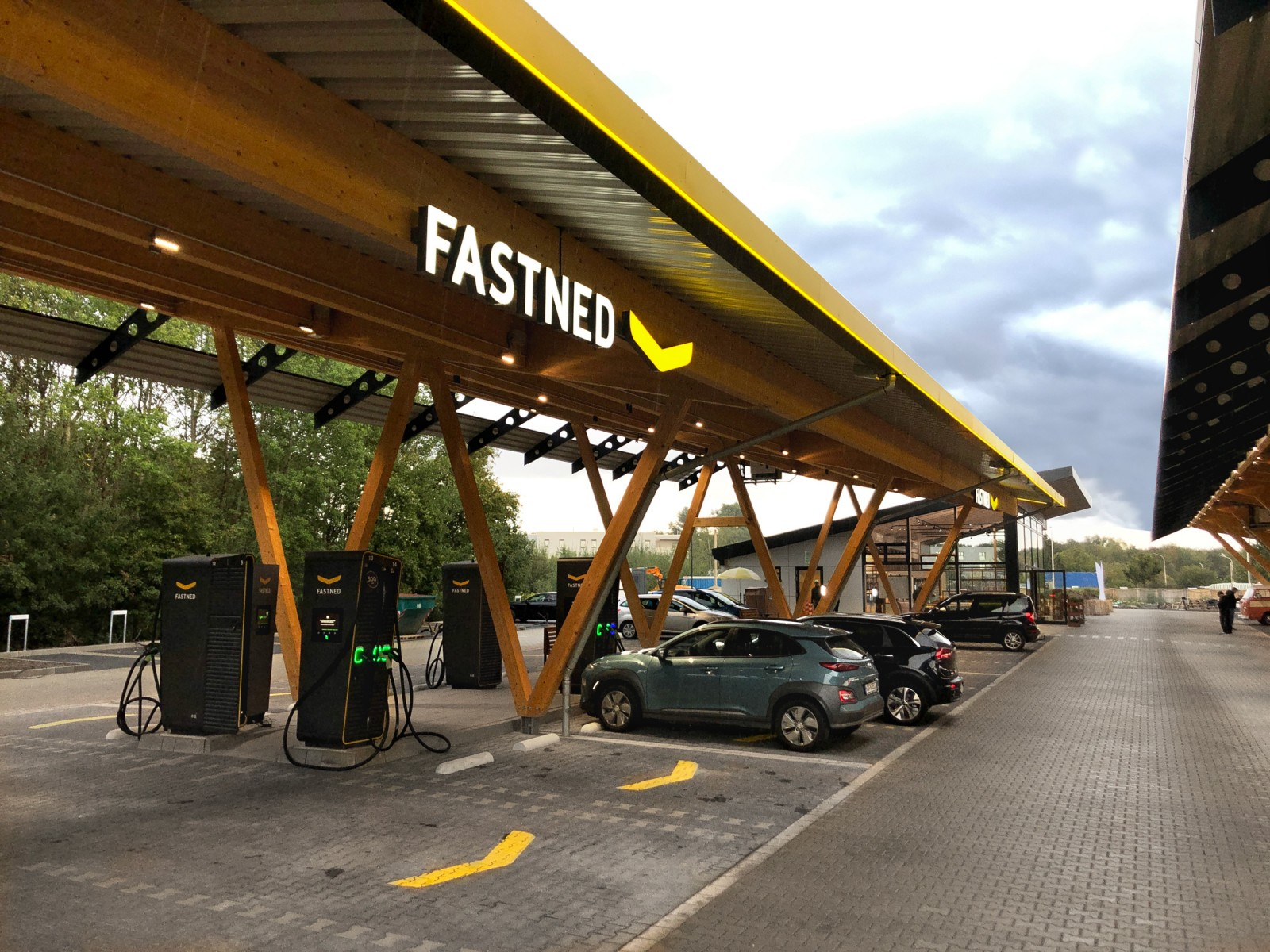 Fastned fast charging station_Kreuz_Hilden_Germany's largest charging hub