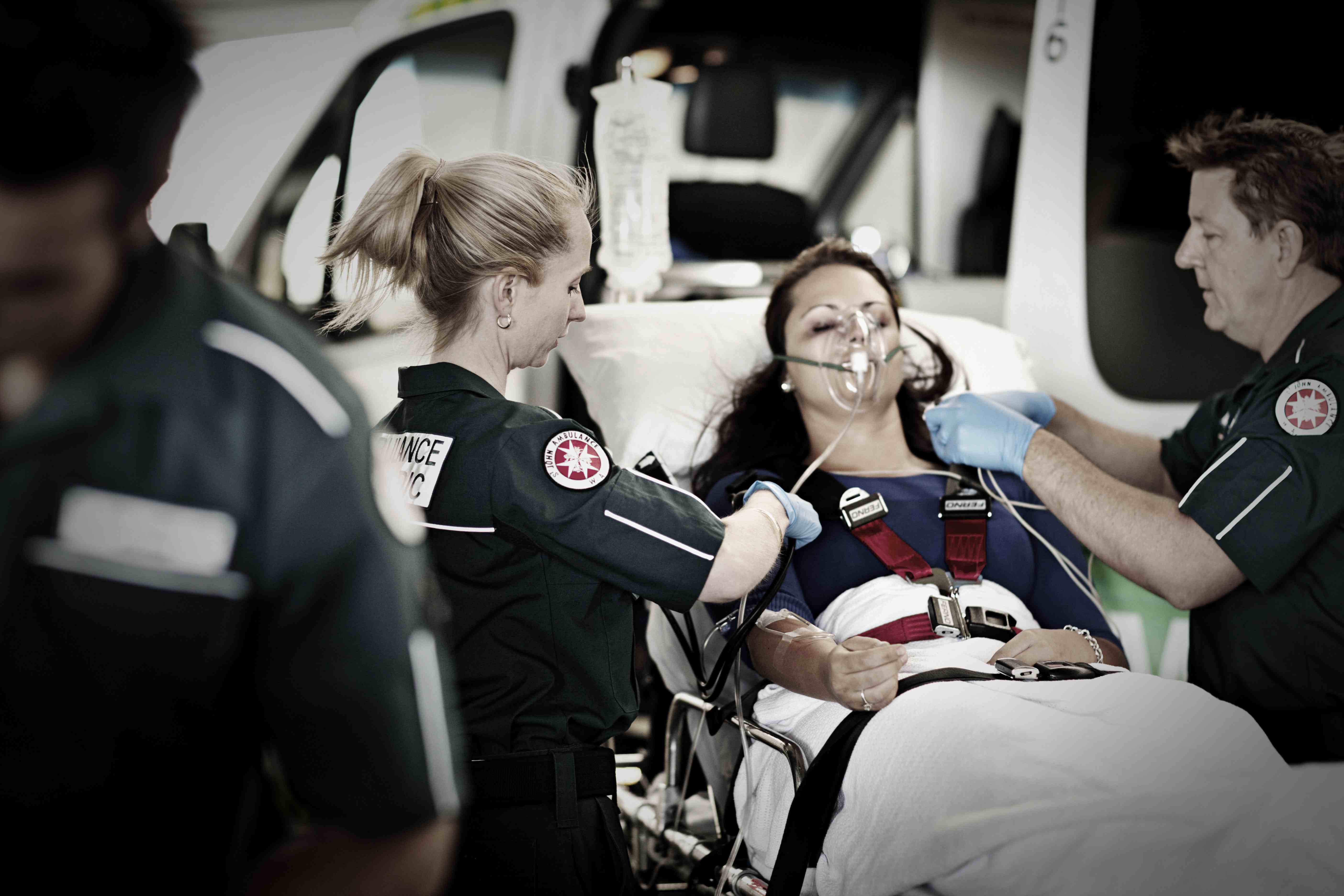 how to be a paramedic in australia