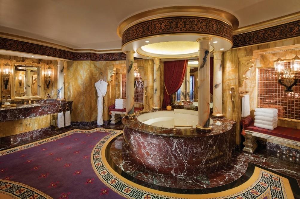 Baños de hoteles más grandes que su apartamento