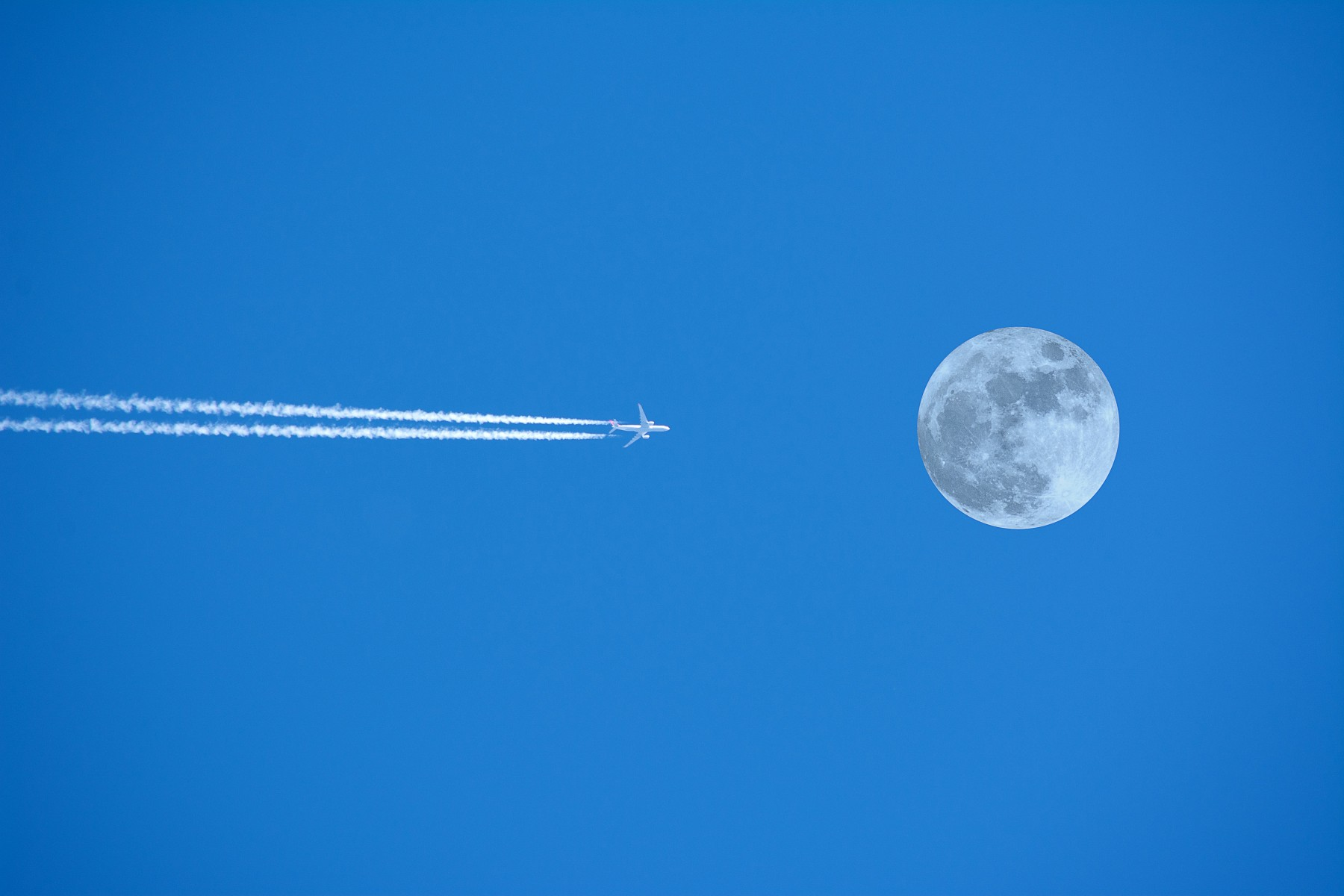 Booking.com Fly me to the moon