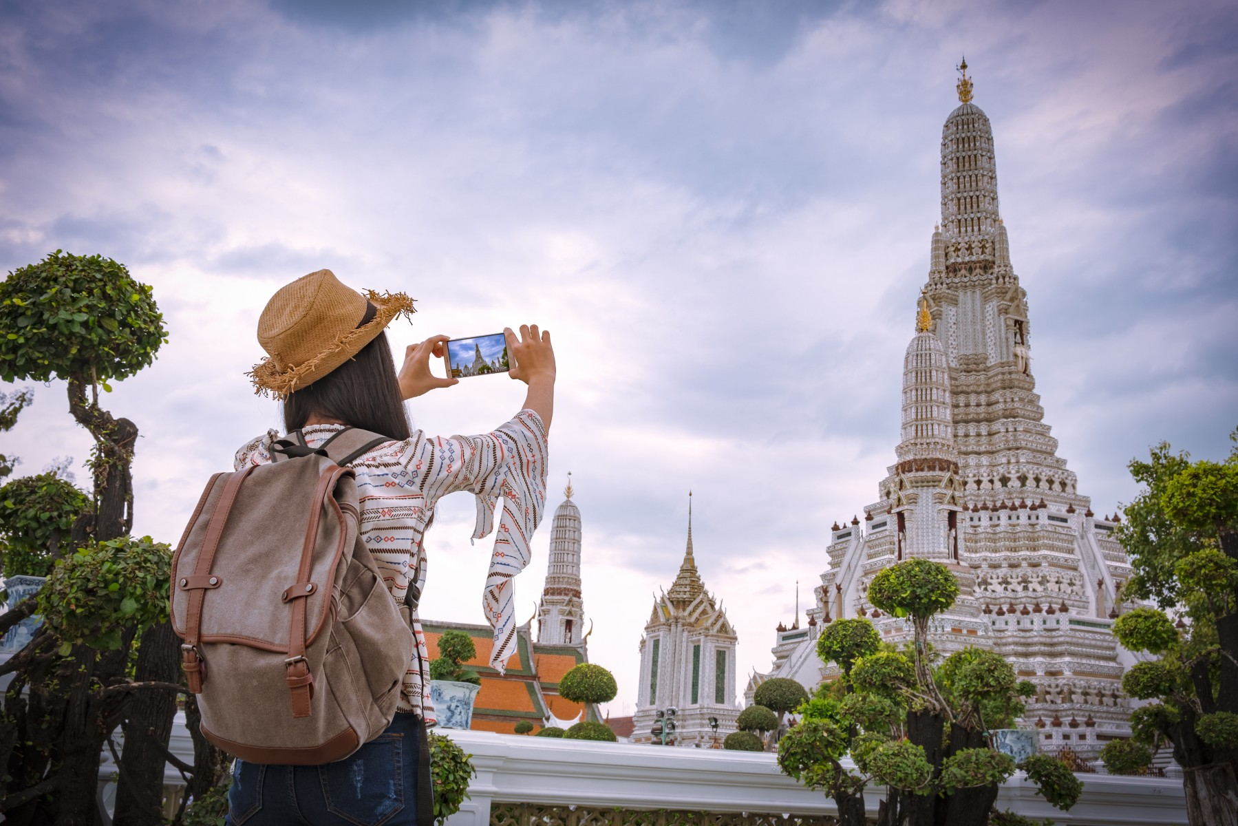 social snappers_at the Wat Arun temple