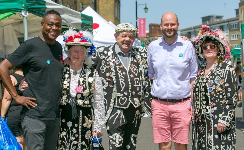 Cllr+McKenzie+L+with+Pearly+Kings+and+Queens+and+Mayor+Glanville