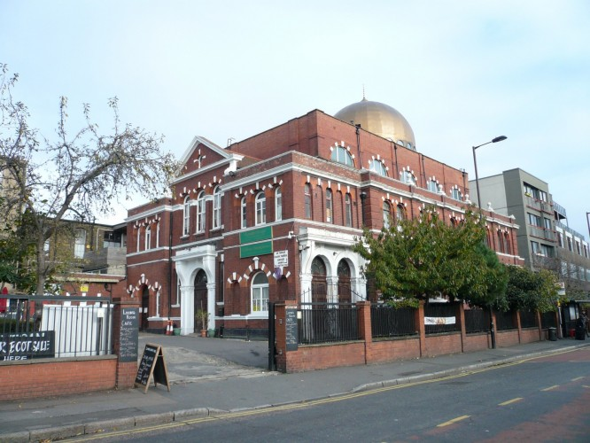 The Shacklewell Lane Mosque built as a synagogue in 1902 became the first Turkish mosque in the UK in 1977 A distinctive local landmark in Dalston